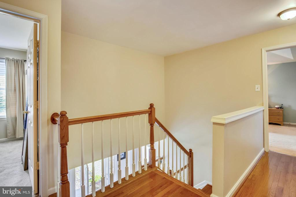 Hardwood floors in the upstairs foyer - 48 SAVANNAH CT, STAFFORD