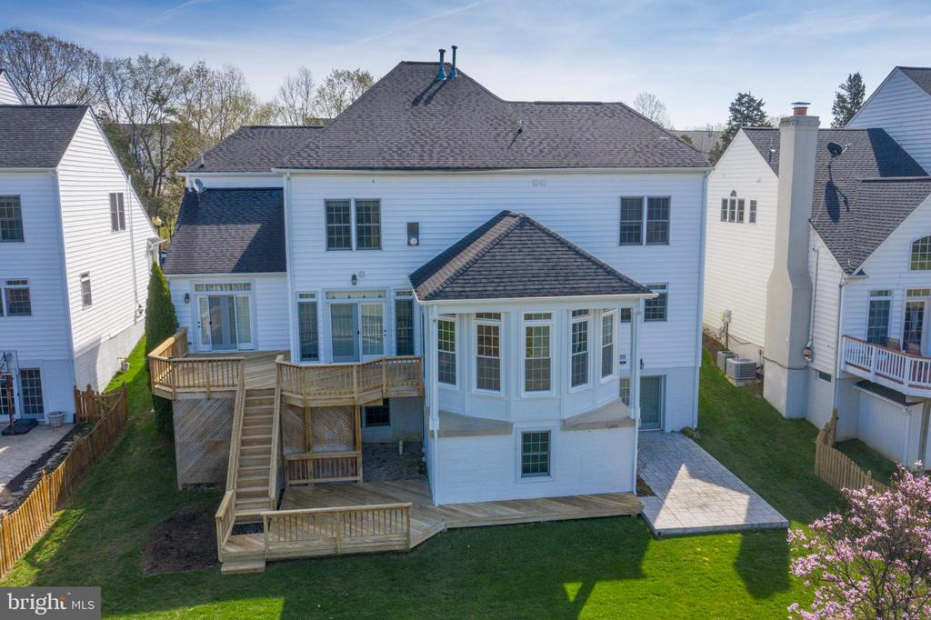 Ready to move in for Summer fun! - 25793 PLANTING FIELD DR, CHANTILLY