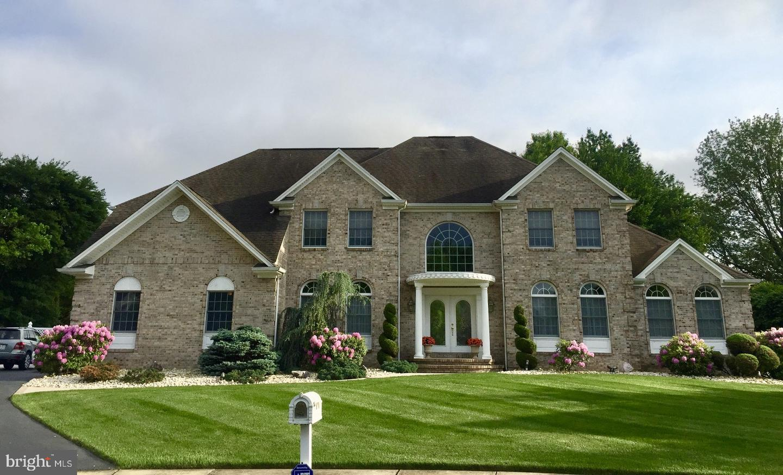 Maison unifamiliale pour l Vente à 4 ERNIES Court Hamilton, New Jersey 08690 États-UnisDans/Autour: Hamilton Township