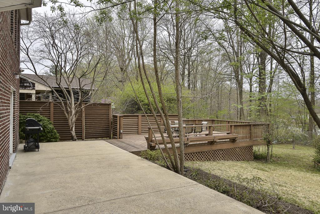 Oversized patio! - 5620 INVERCHAPEL RD, SPRINGFIELD