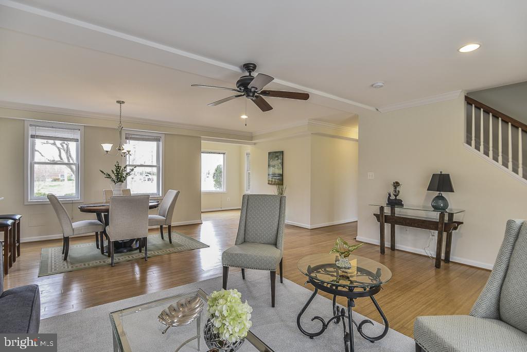 Recessed lighting in living room - 5620 INVERCHAPEL RD, SPRINGFIELD