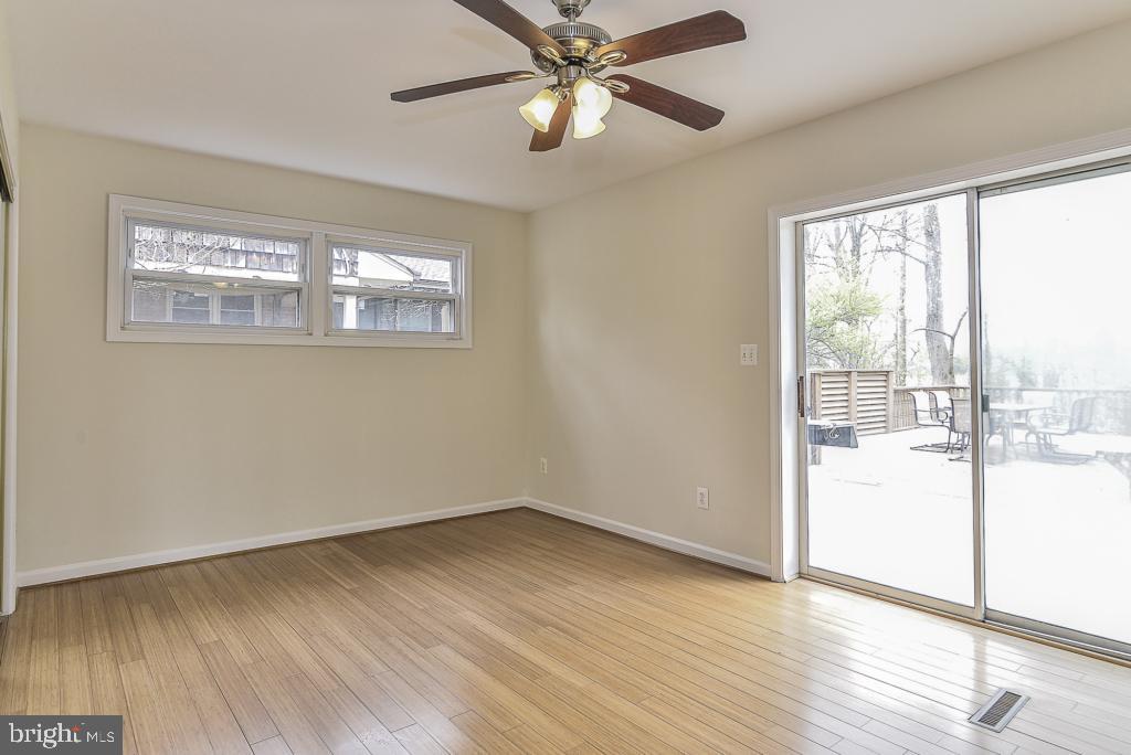 Main level bedroom with sliding door walkout - 5620 INVERCHAPEL RD, SPRINGFIELD