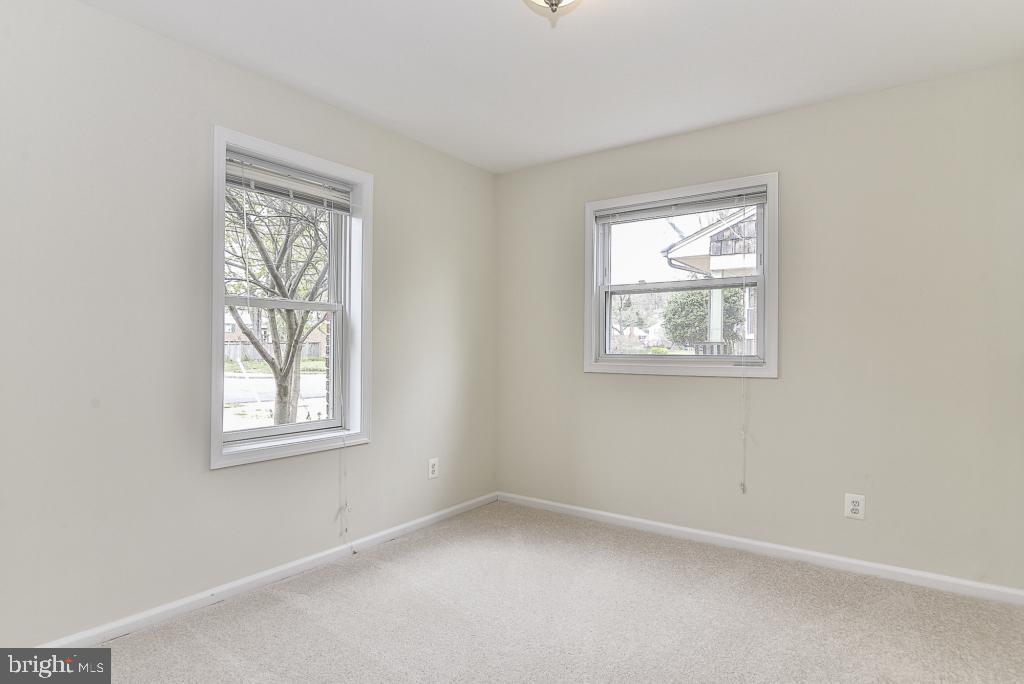 2nd main level bedroom with plush carpet - 5620 INVERCHAPEL RD, SPRINGFIELD