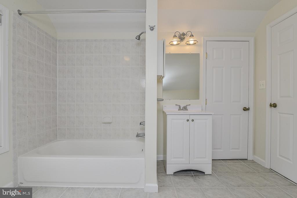 Recently updated 4th bath - 5620 INVERCHAPEL RD, SPRINGFIELD