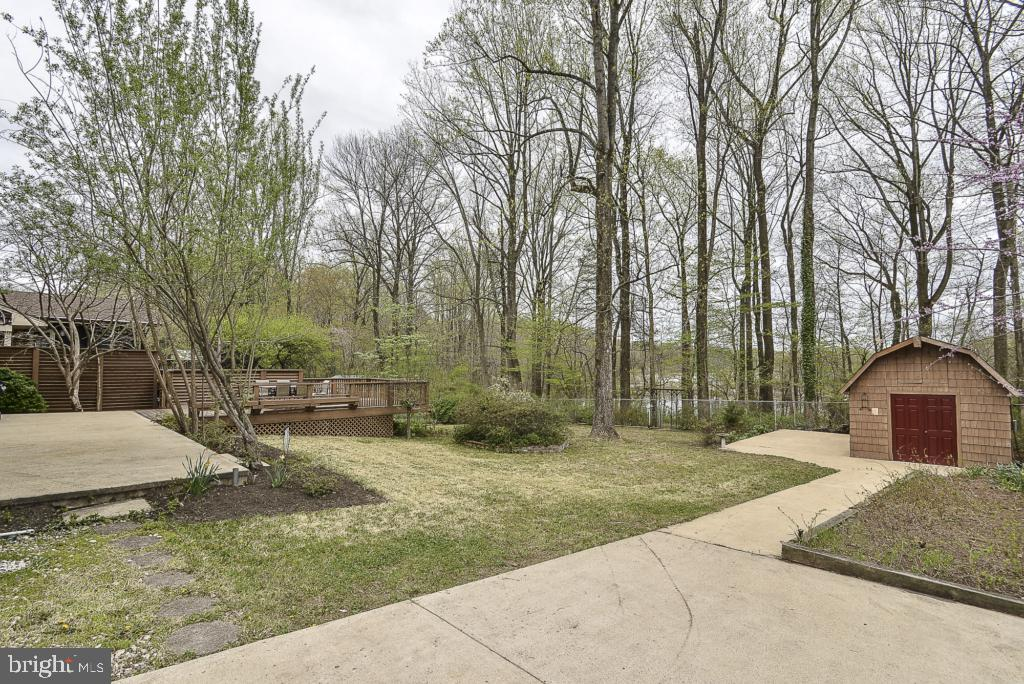 Large fenced-in back yard - 5620 INVERCHAPEL RD, SPRINGFIELD
