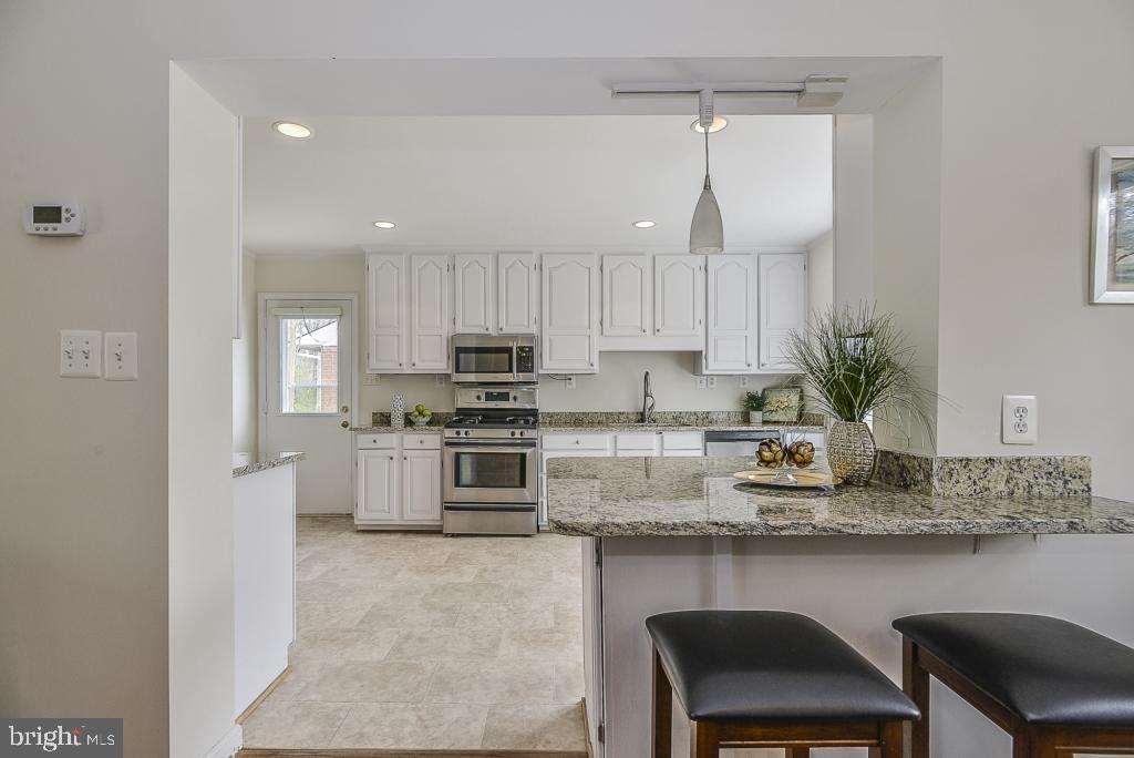 Newly updated kitchen! - 5620 INVERCHAPEL RD, SPRINGFIELD