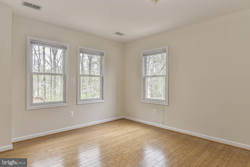 2nd level guest bedroom - 5620 INVERCHAPEL RD, SPRINGFIELD