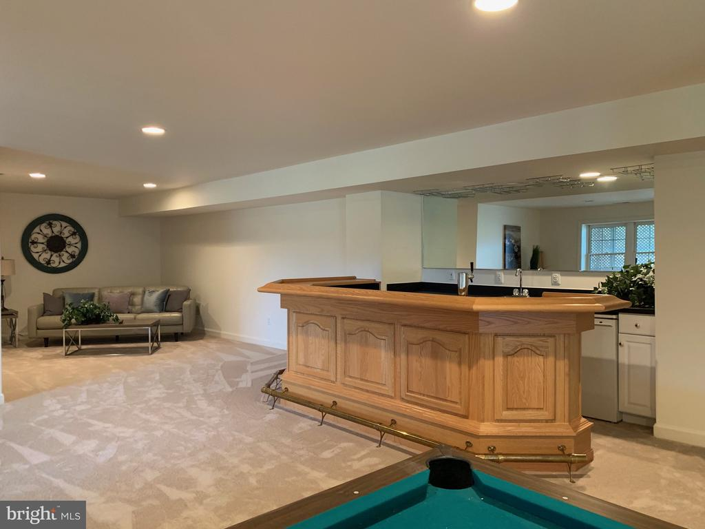 Bar with Kegorator in lower level - 25793 PLANTING FIELD DR, CHANTILLY