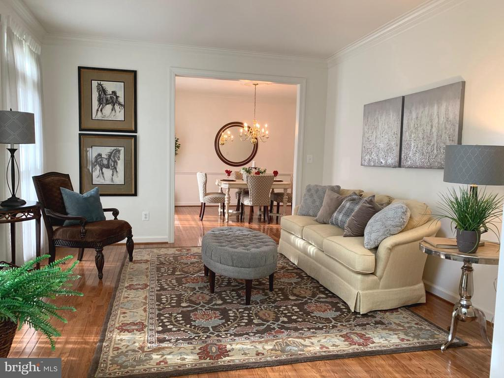 Spacious formal living room - 25793 PLANTING FIELD DR, CHANTILLY