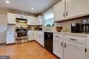 Plenty of counter space for food preparation - 5304 KAYWOOD CT, FAIRFAX