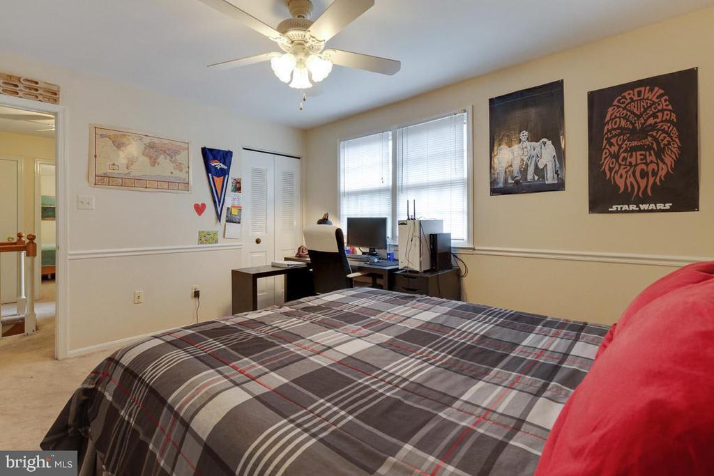 Bedroom 3 has two closets - 5304 KAYWOOD CT, FAIRFAX