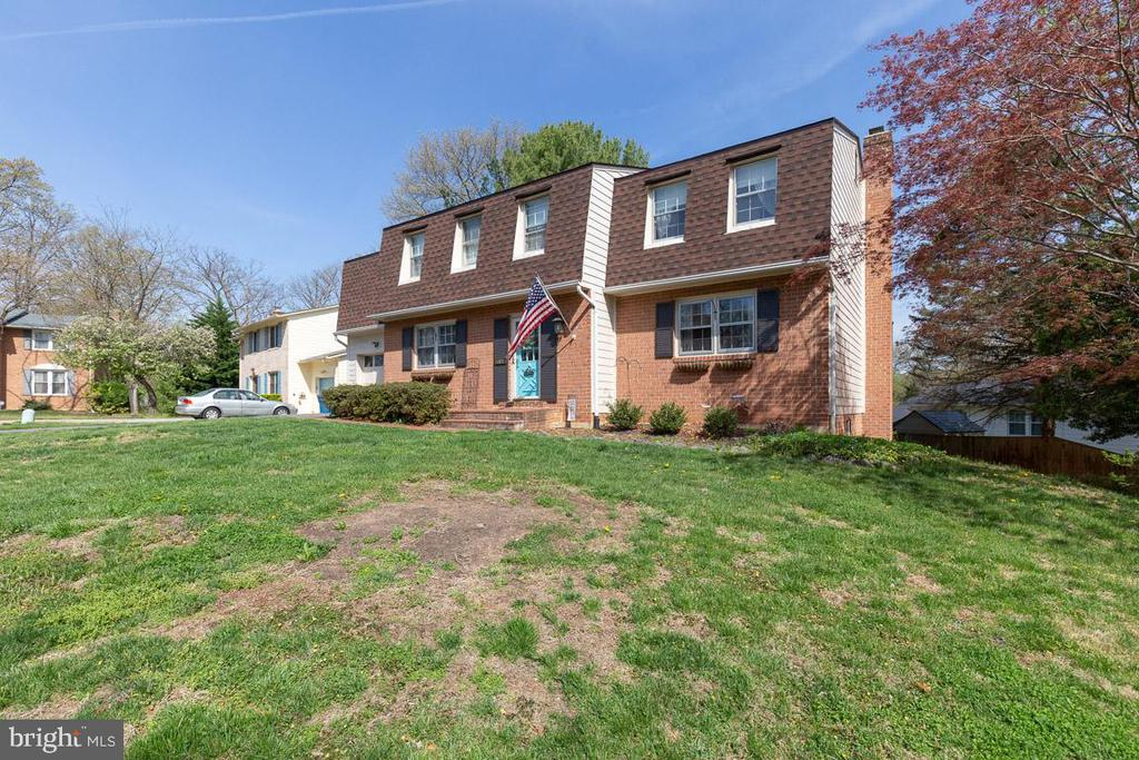 Lovely corner lot with fantastic curb appeal - 5304 KAYWOOD CT, FAIRFAX
