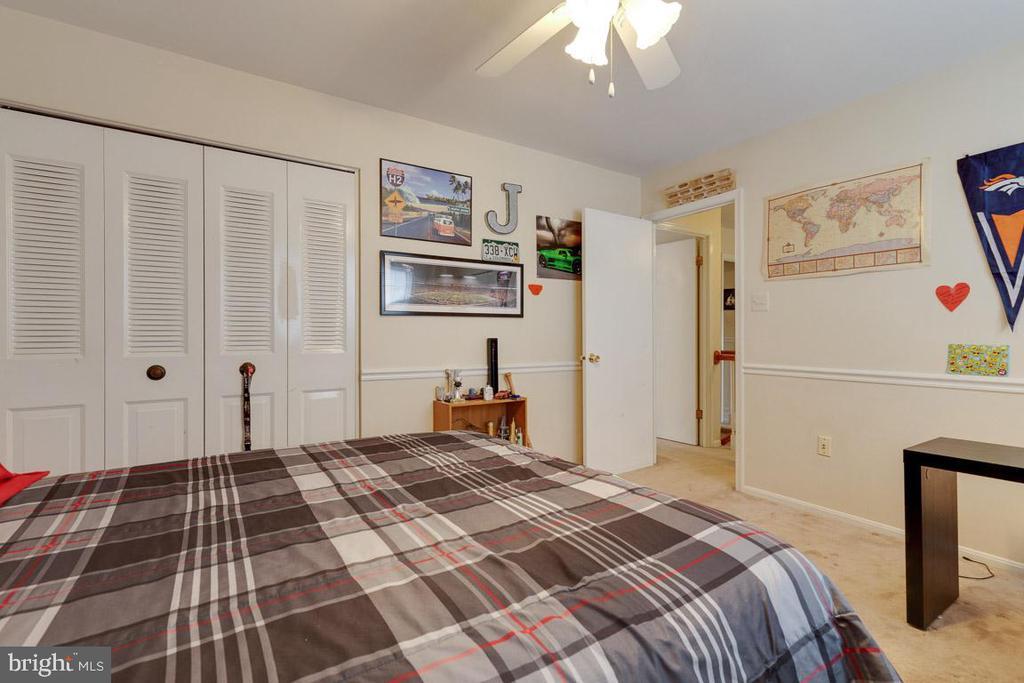 Bedroom 3 large second closet - 5304 KAYWOOD CT, FAIRFAX