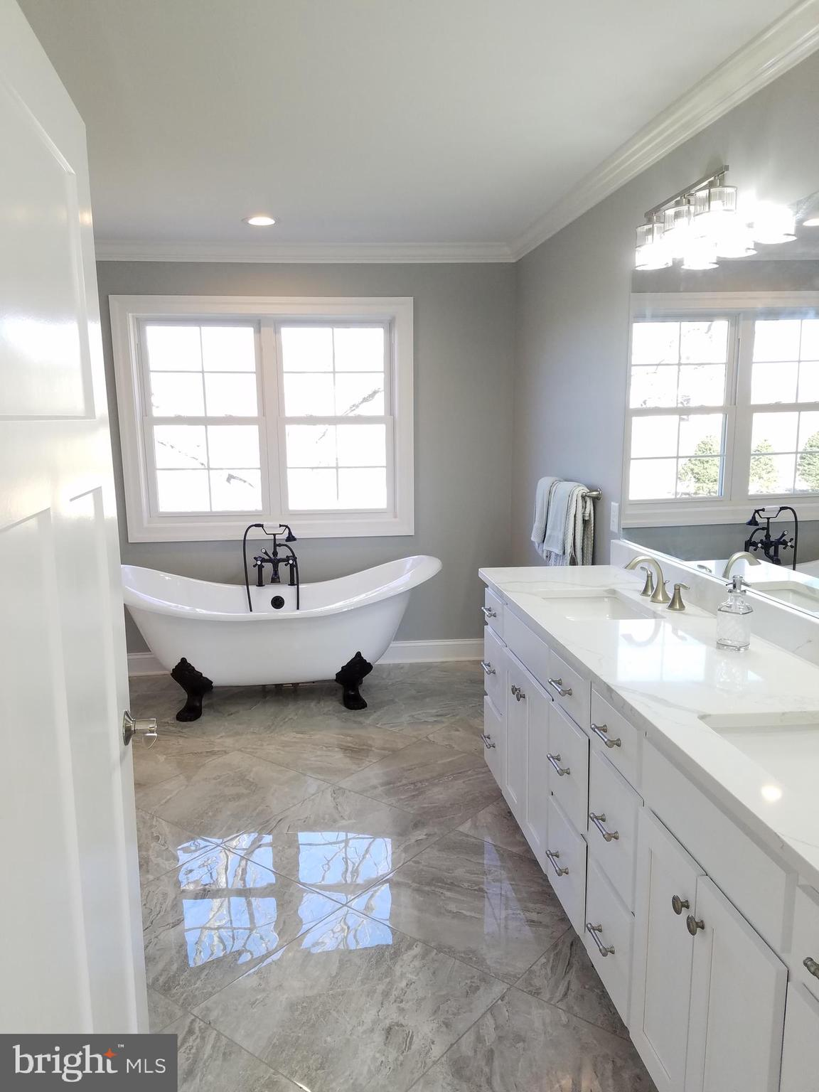 Gorgeous polished file floor in Master Bath.