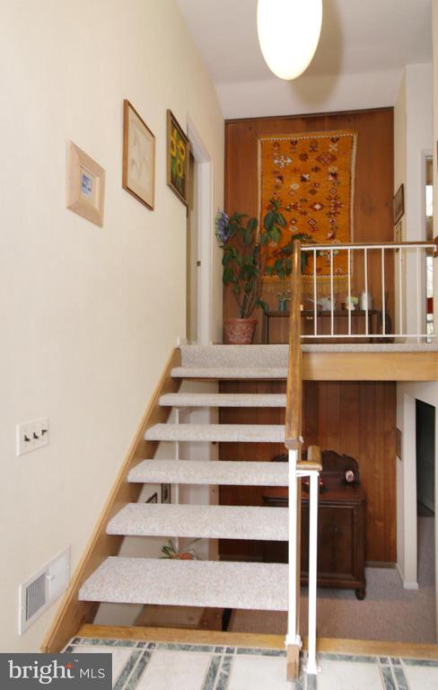 From entryway looking up the foyer - 3610 PRINCE WILLIAM DR, FAIRFAX