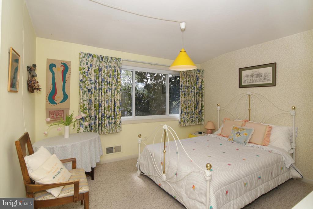 Guest room with hardwood floors under carpet - 3610 PRINCE WILLIAM DR, FAIRFAX