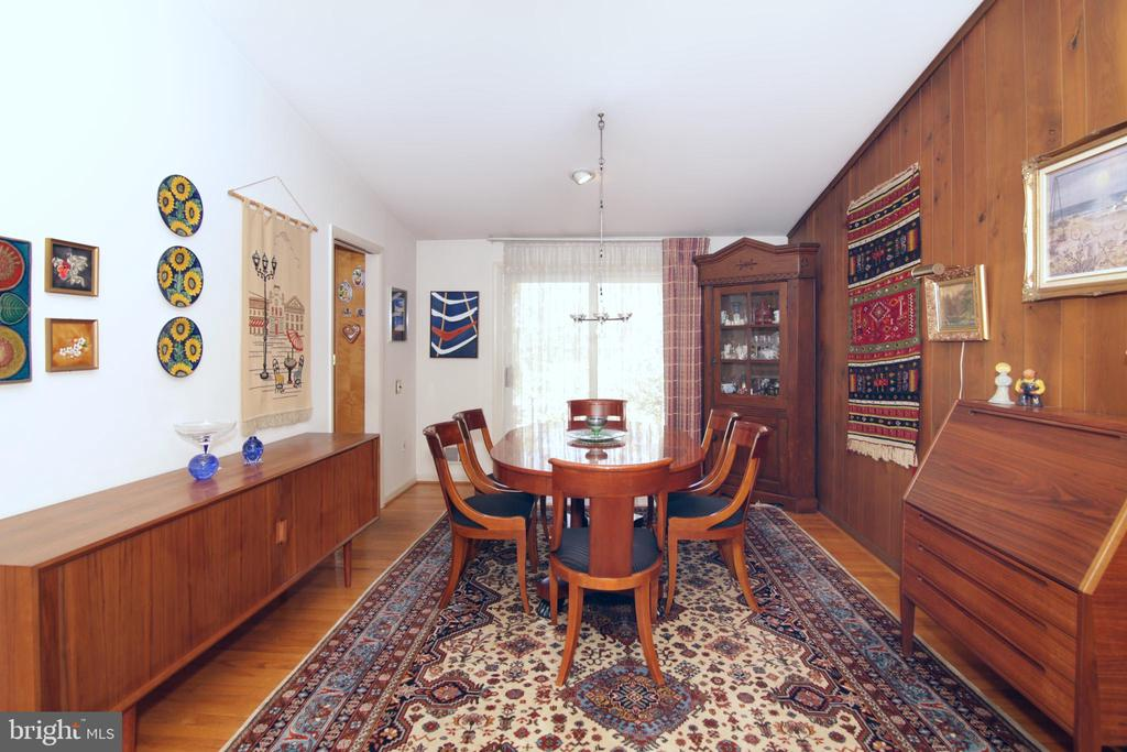 Dining room with hardwood floors - 3610 PRINCE WILLIAM DR, FAIRFAX