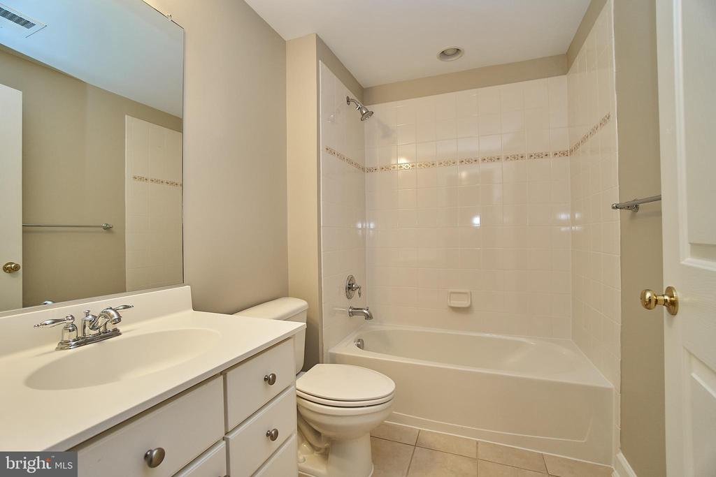 Lower Level 4th Bathroom - 47646 MID SURREY SQ, STERLING
