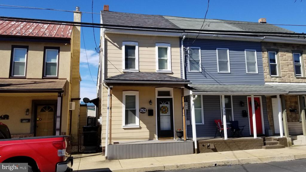 252 S CHARLOTTE STREET, one of homes for sale in Manheim