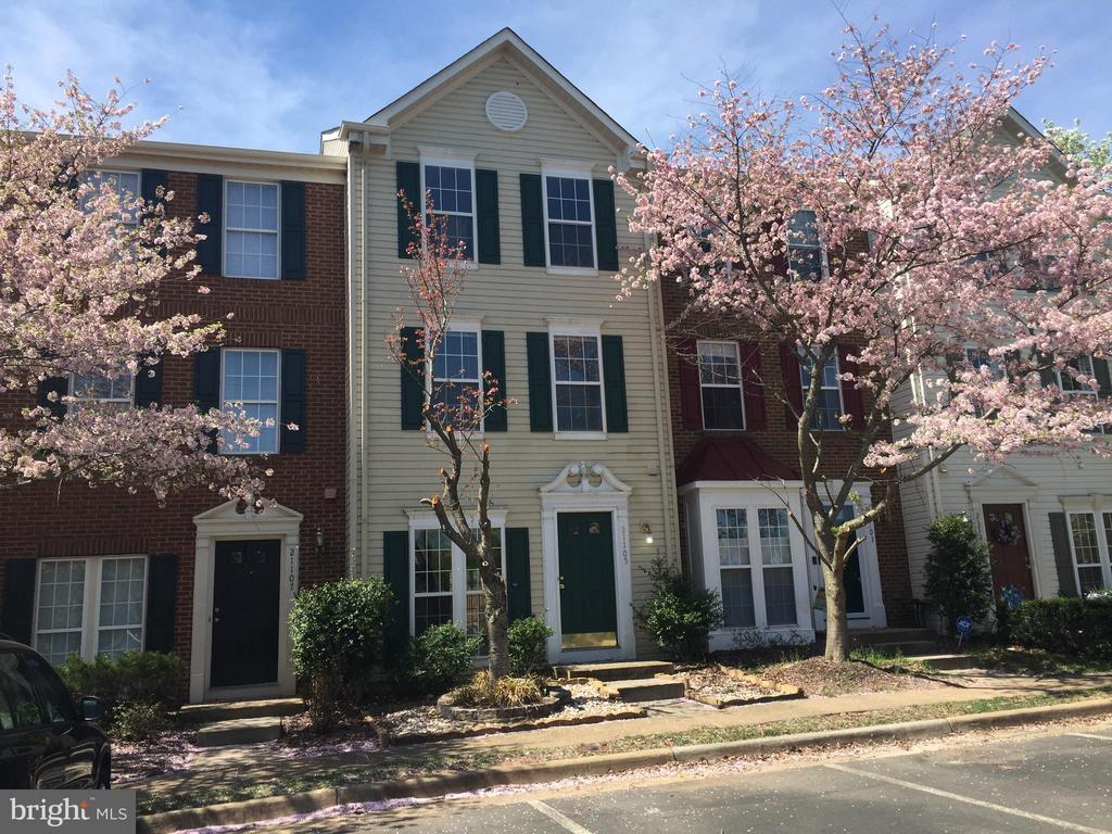 21105  FOOTSTEP TERRACE, Ashburn Village, Virginia