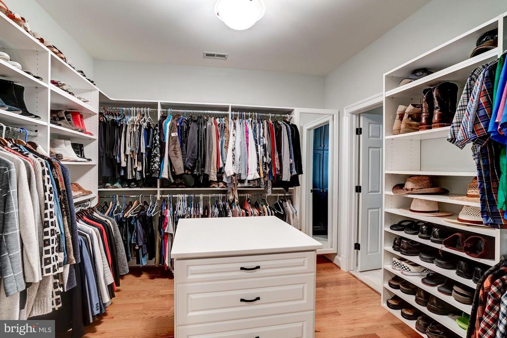 Walk in Closet - 7904 OAKSHIRE LN, FAIRFAX STATION