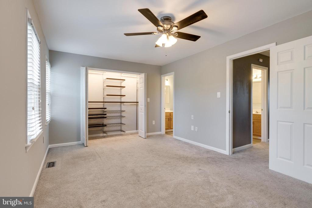 Master bedroom  custom closet! - 8021 EDINBURGH DR, SPRINGFIELD