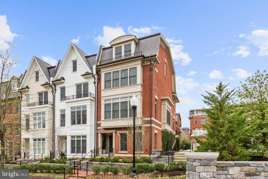 Spectacular End Unit Townhome in Symphony Park - 5124 STRATHMORE AVE, NORTH BETHESDA
