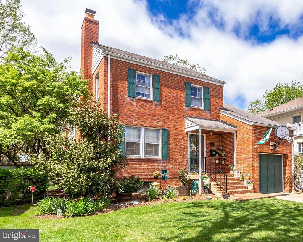 One of Arlington 3 Bedroom Homes for Sale at 2604 N POCOMOKE STREET