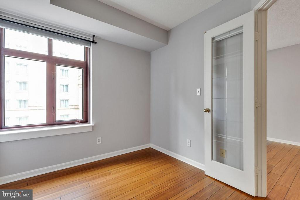 Lots of natural light - 2400 CLARENDON BLVD #308, ARLINGTON