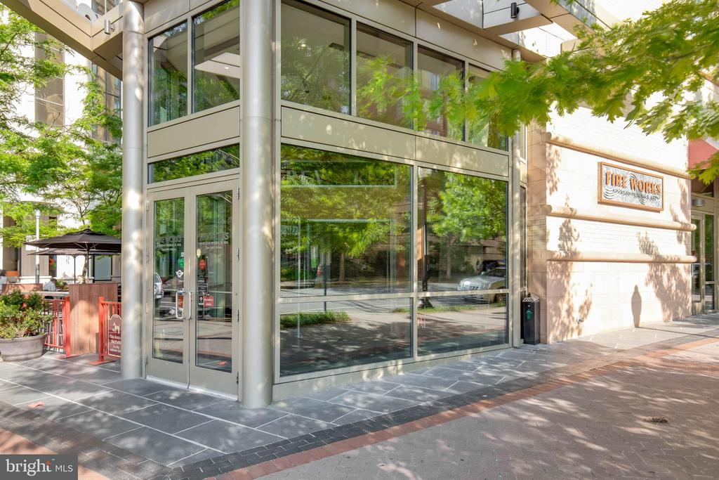 Walk to restaurants! - 2400 CLARENDON BLVD #308, ARLINGTON