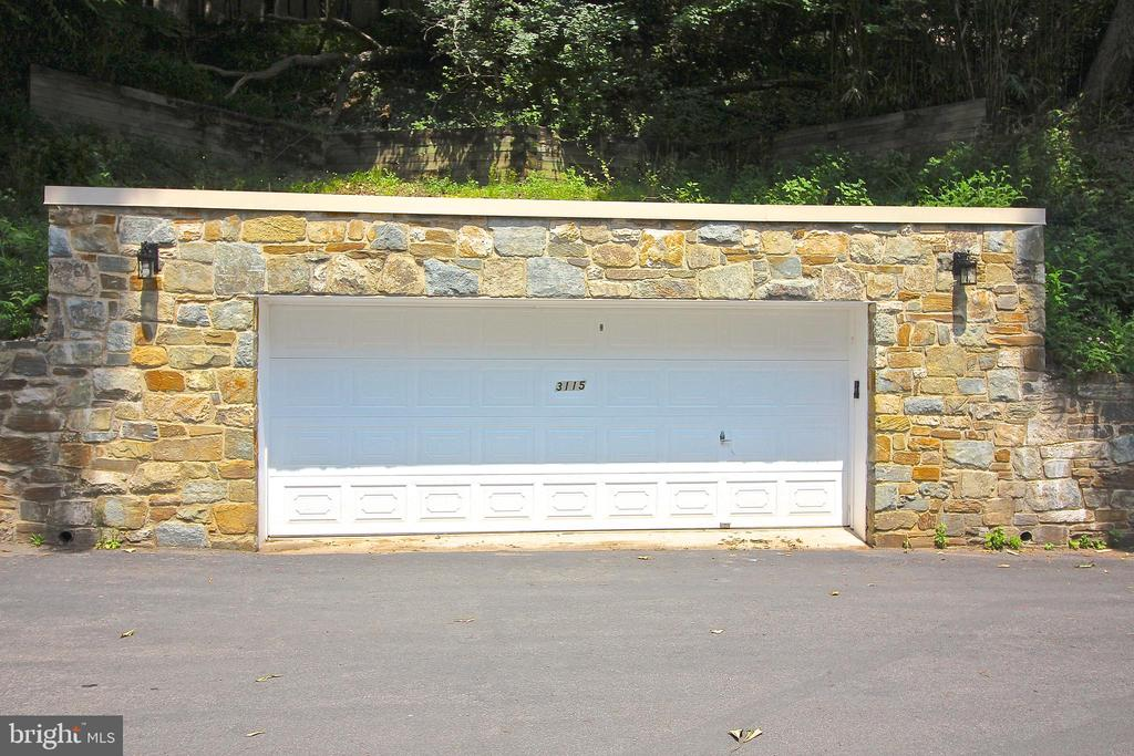 2-car garage (closed) - 3115 NORMANSTONE TER NW, WASHINGTON