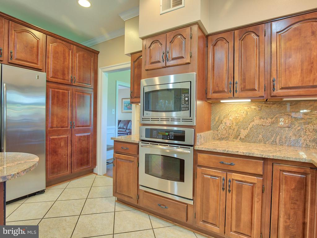 Stainless steel appliances - 20594 BROADNAX PL, ASHBURN