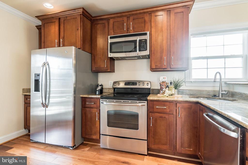 Stainless steel appliances - 3520 SOUTH DAKOTA AVE NE, WASHINGTON