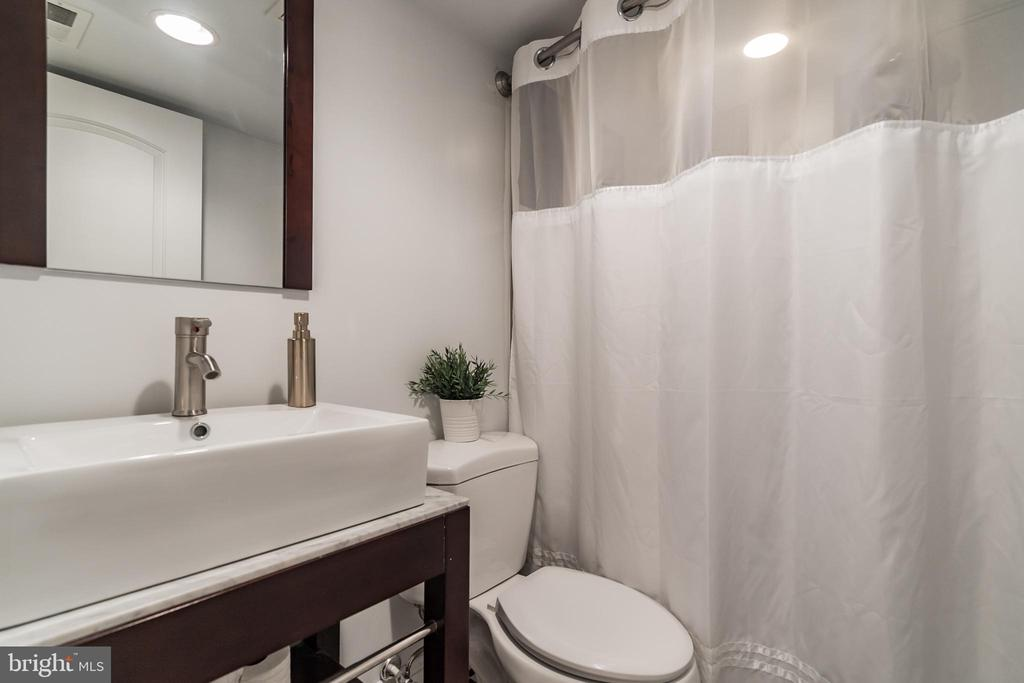 Bathroom 3 - 3520 SOUTH DAKOTA AVE NE, WASHINGTON