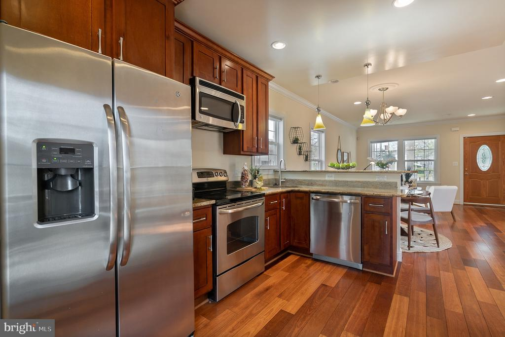 Granite countertops - 3520 SOUTH DAKOTA AVE NE, WASHINGTON