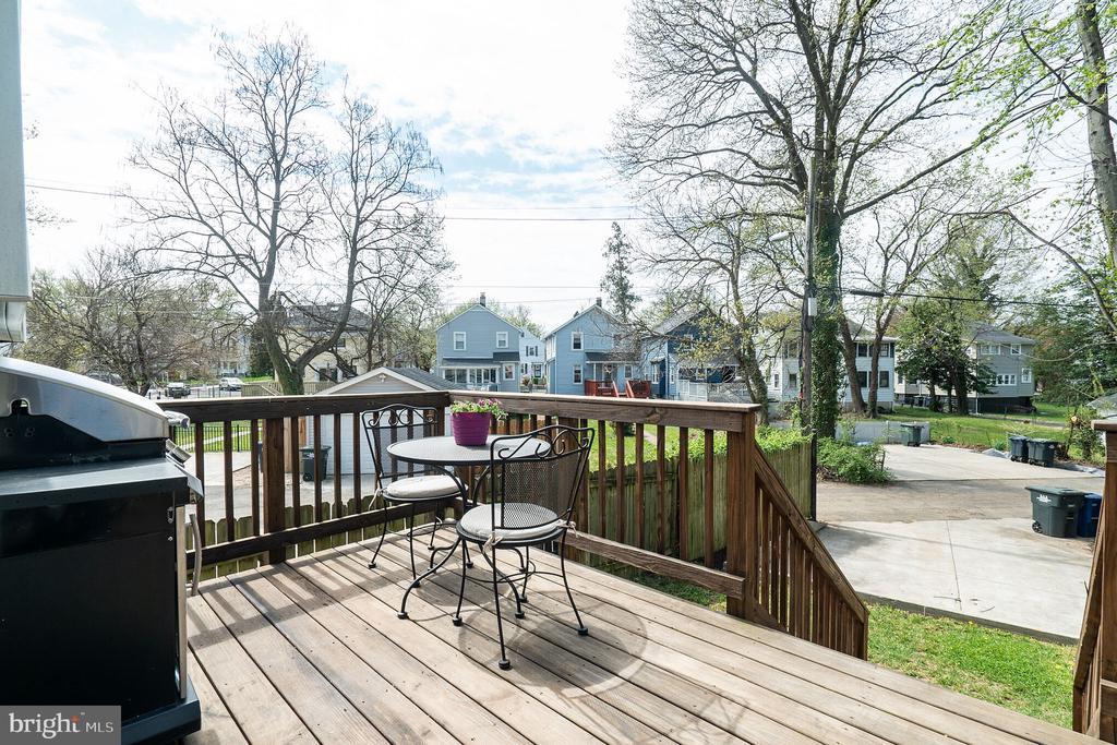 Enjoy the weather on the deck. - 3520 SOUTH DAKOTA AVE NE, WASHINGTON