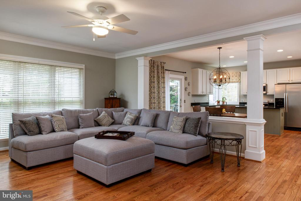 Refinished floors and beautiful mouldings - 606 DISKIN PL SW, LEESBURG
