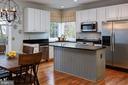 Beautiful Kitchen, door to deck on left - 606 DISKIN PL SW, LEESBURG