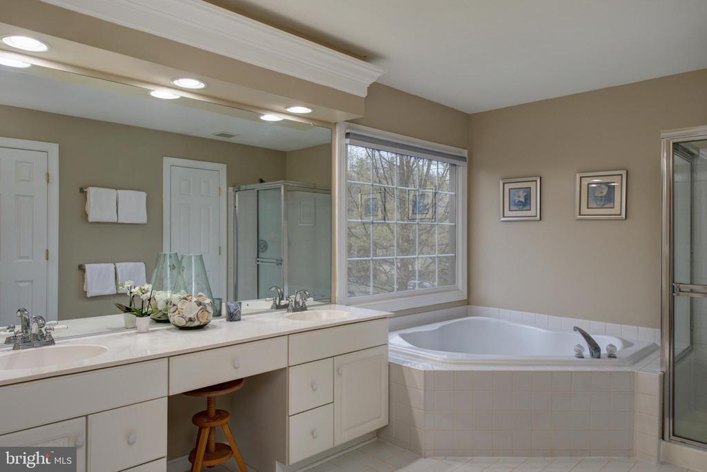 Fresh Master Bath - 606 DISKIN PL SW, LEESBURG