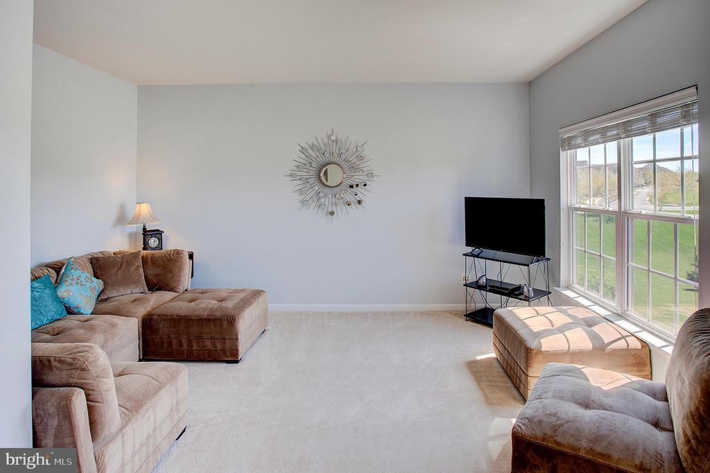 Master bedroom sitting room - 43137 BUTTERFLY WAY, LEESBURG