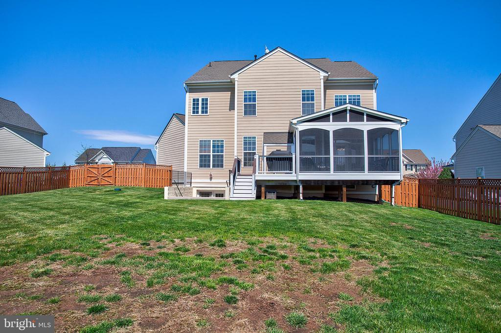 View of back of house - 43137 BUTTERFLY WAY, LEESBURG