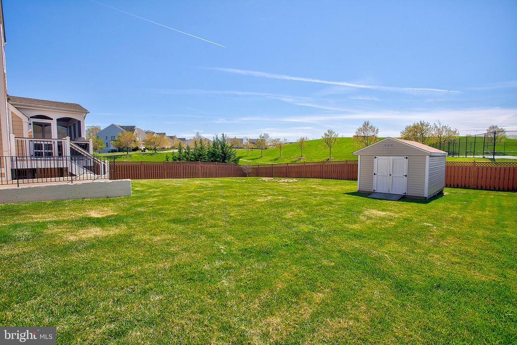Back yard is fully fenced - 43137 BUTTERFLY WAY, LEESBURG