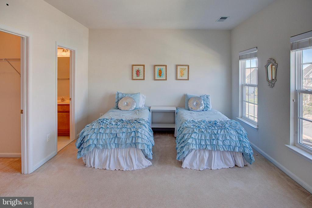 Bedroom 2 with ensuite bathroom - 43137 BUTTERFLY WAY, LEESBURG