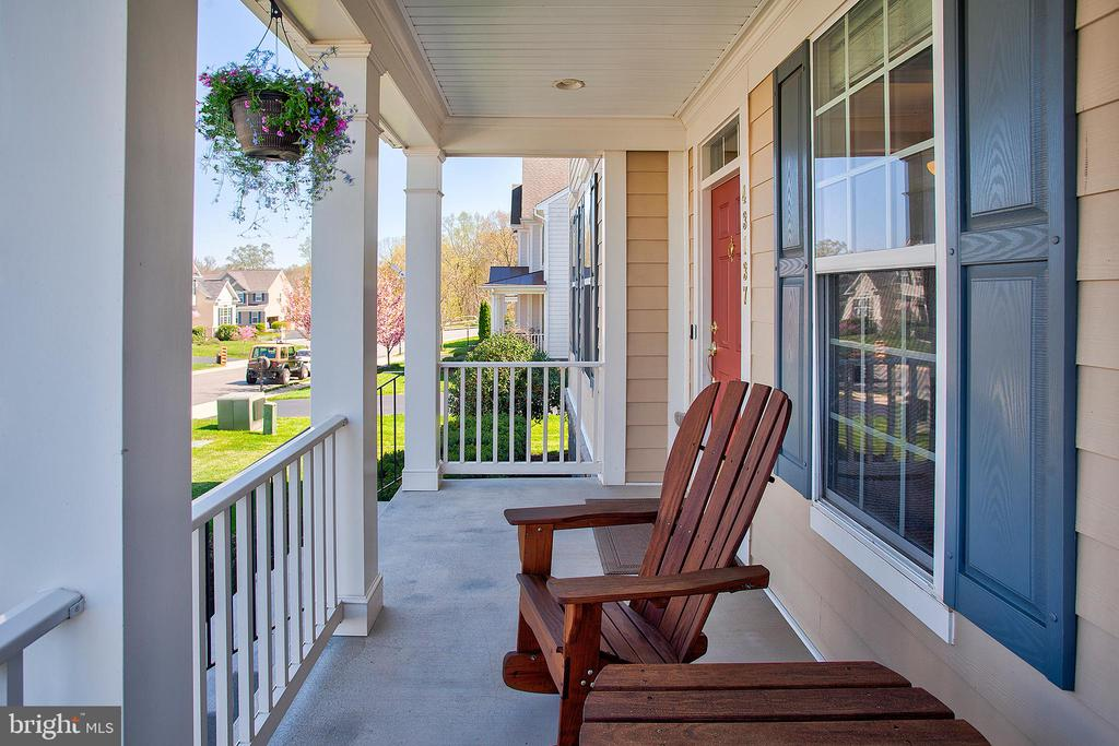 Front porch - 43137 BUTTERFLY WAY, LEESBURG