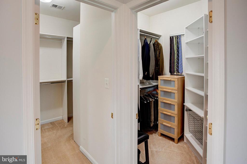 Master bedroom has 2 walk in closets - 43137 BUTTERFLY WAY, LEESBURG