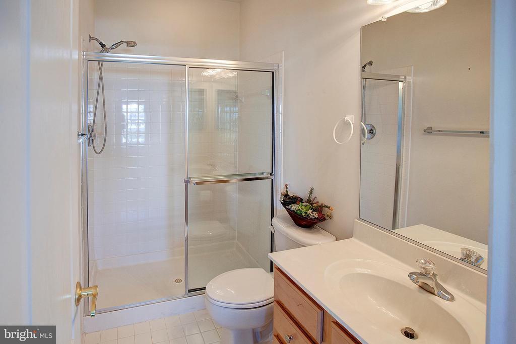 Bedroom 2 bath - 43137 BUTTERFLY WAY, LEESBURG