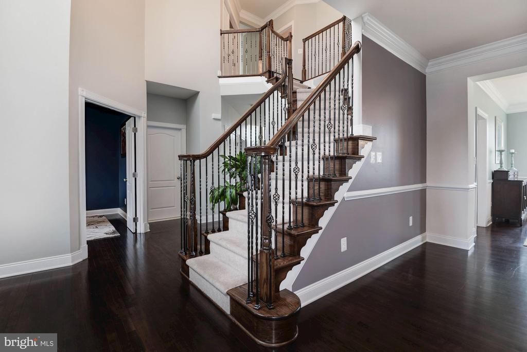 Upgraded Railings - 43341 BARNSTEAD DR, ASHBURN