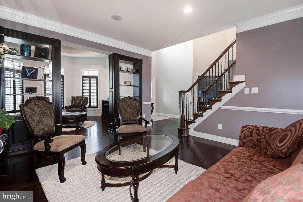 Living room - 43341 BARNSTEAD DR, ASHBURN