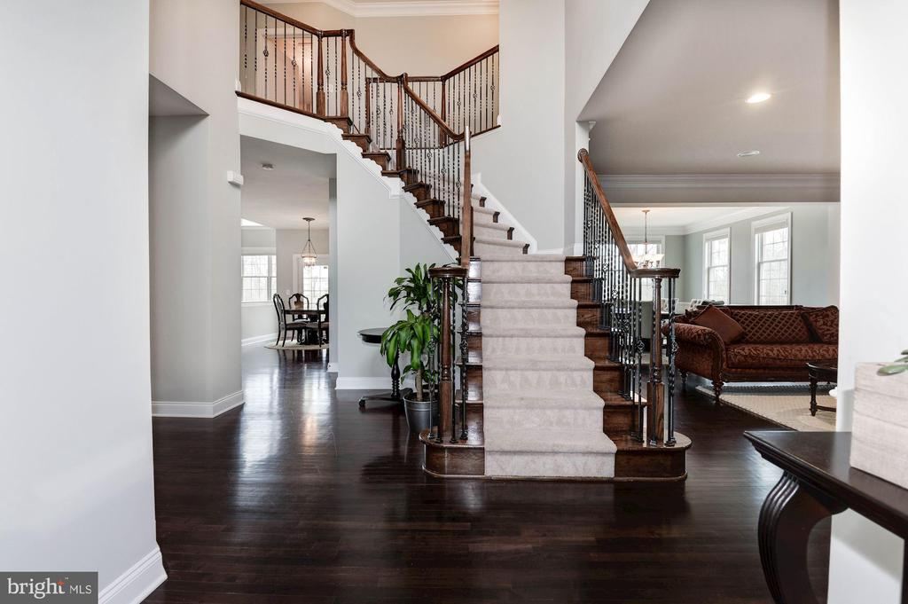 Soaring Two-story Foyer - 43341 BARNSTEAD DR, ASHBURN