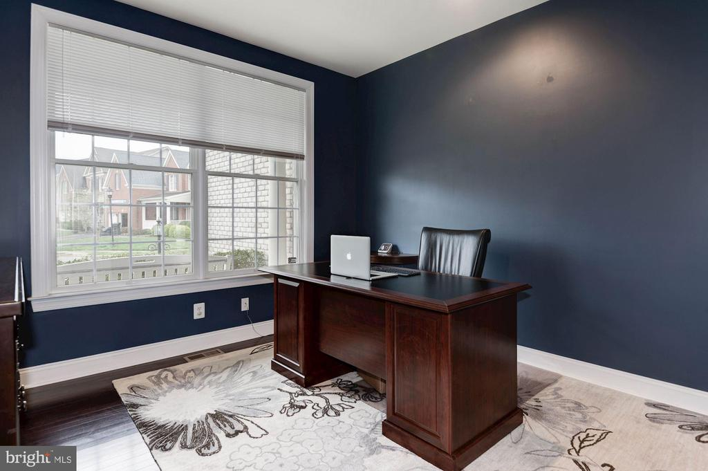 Home Office - 43341 BARNSTEAD DR, ASHBURN